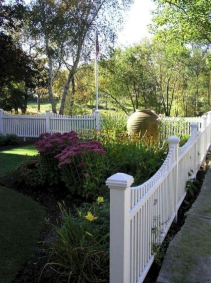 Front Yard Fence Ideas That You Need To Try 21