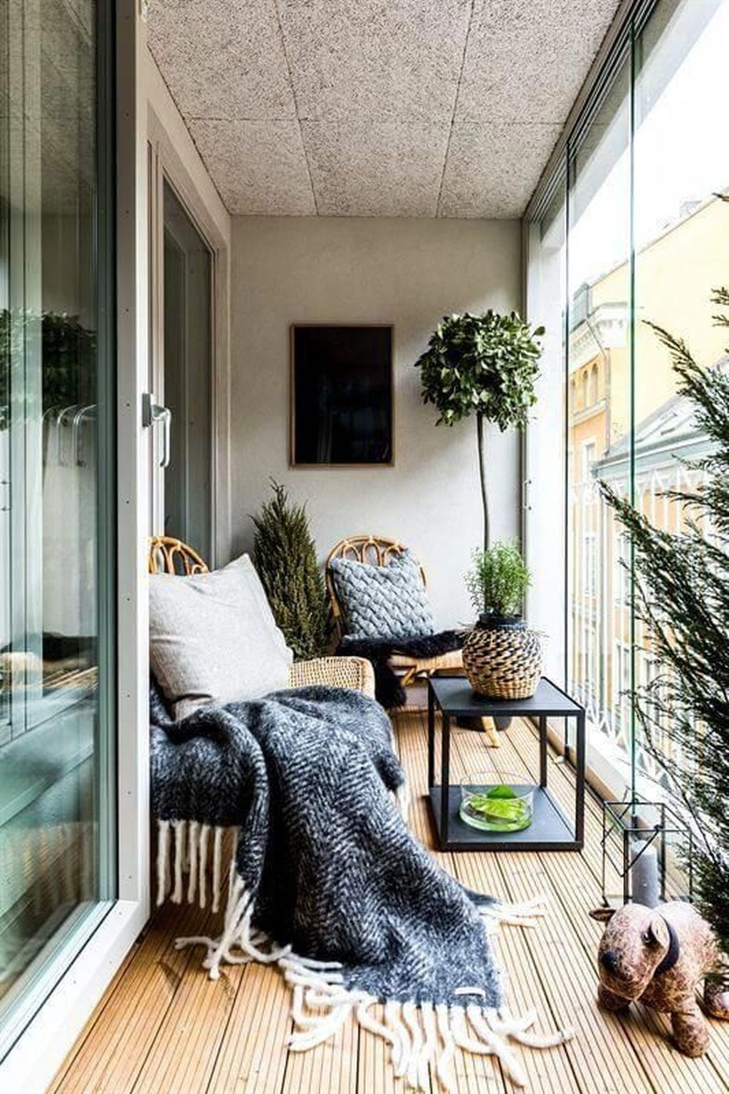 Popular Apartment Balcony Design For Small Spaces 34