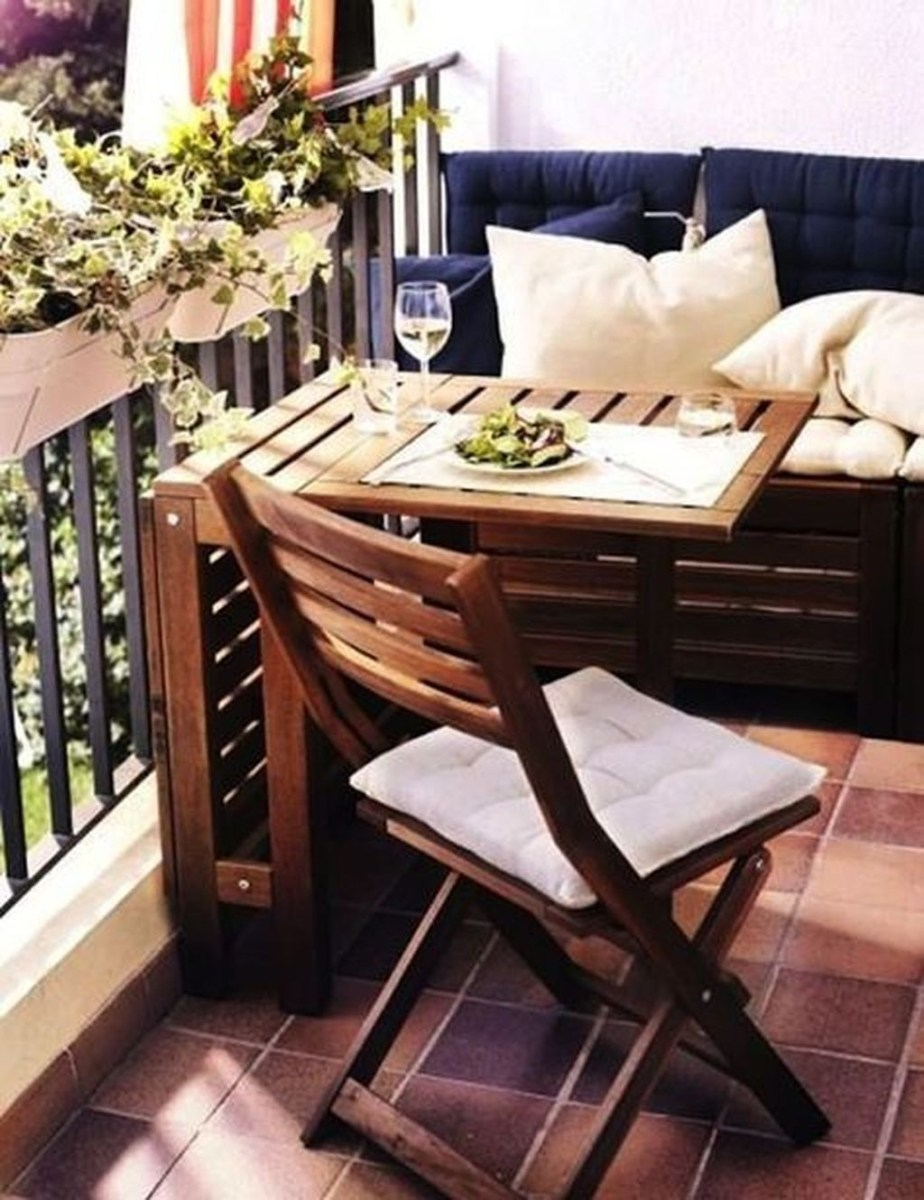 Popular Apartment Balcony Design For Small Spaces 44