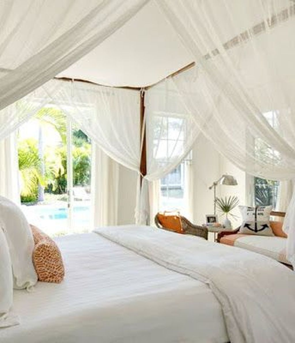 Romantic Bedroom With Canopy Beds 01