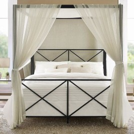 Romantic Bedroom With Canopy Beds 10