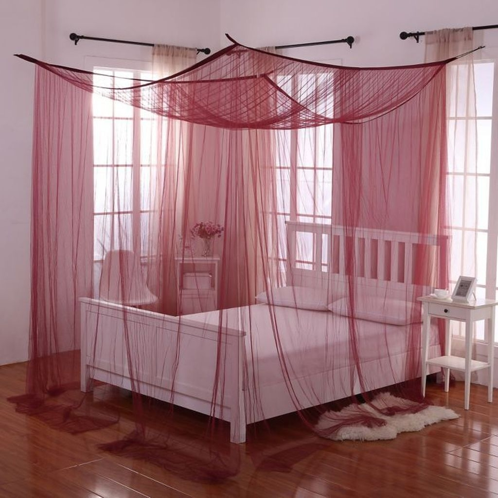 Romantic Bedroom With Canopy Beds 11