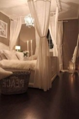 Romantic Bedroom With Canopy Beds 19