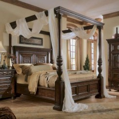 Romantic Bedroom With Canopy Beds 21