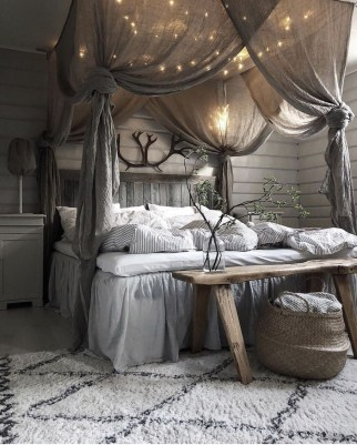 Romantic Bedroom With Canopy Beds 26