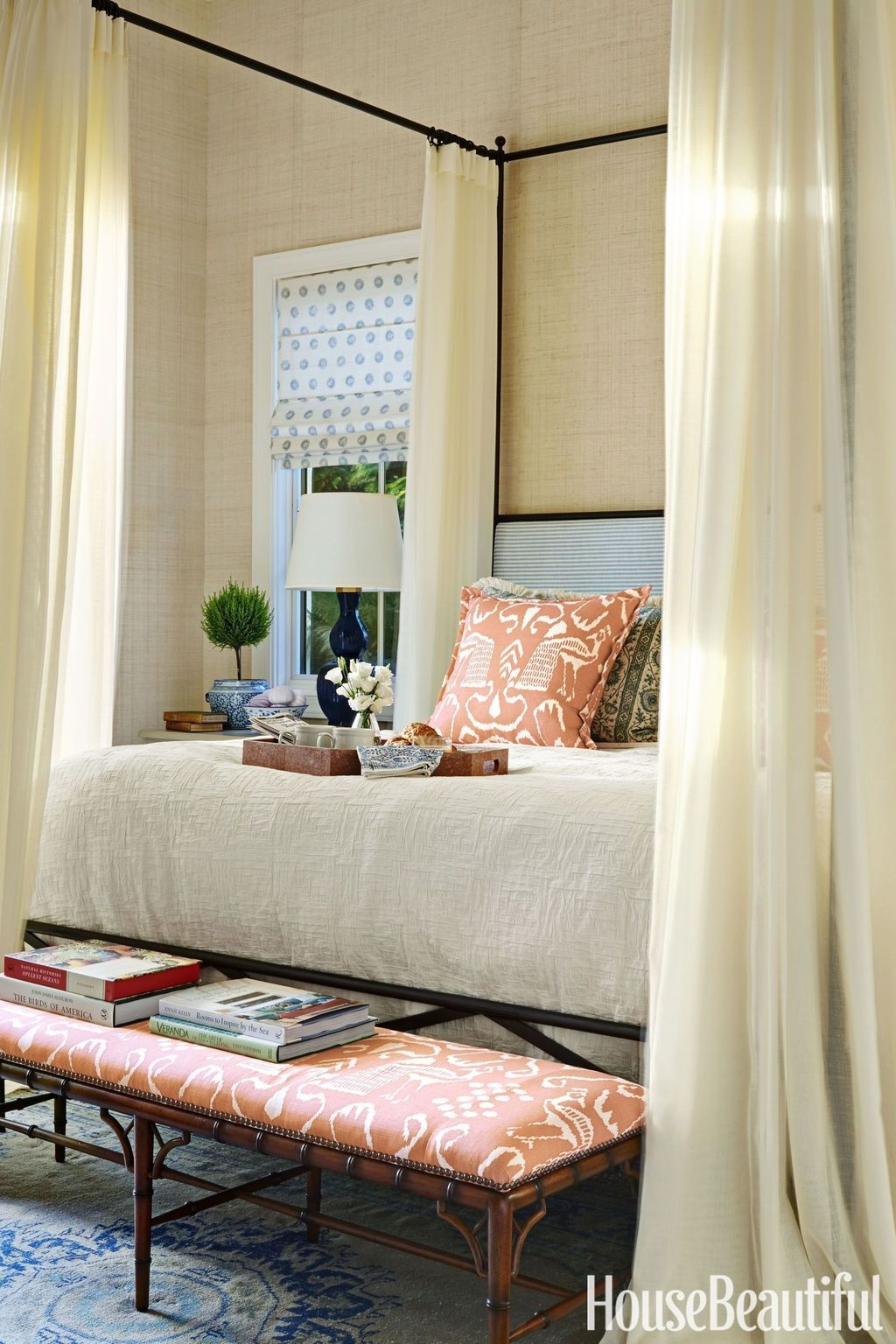 Romantic Bedroom With Canopy Beds 29