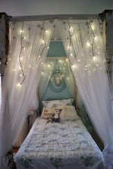 Romantic Bedroom With Canopy Beds 32