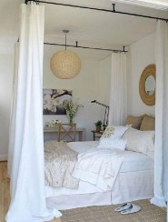 Romantic Bedroom With Canopy Beds 39