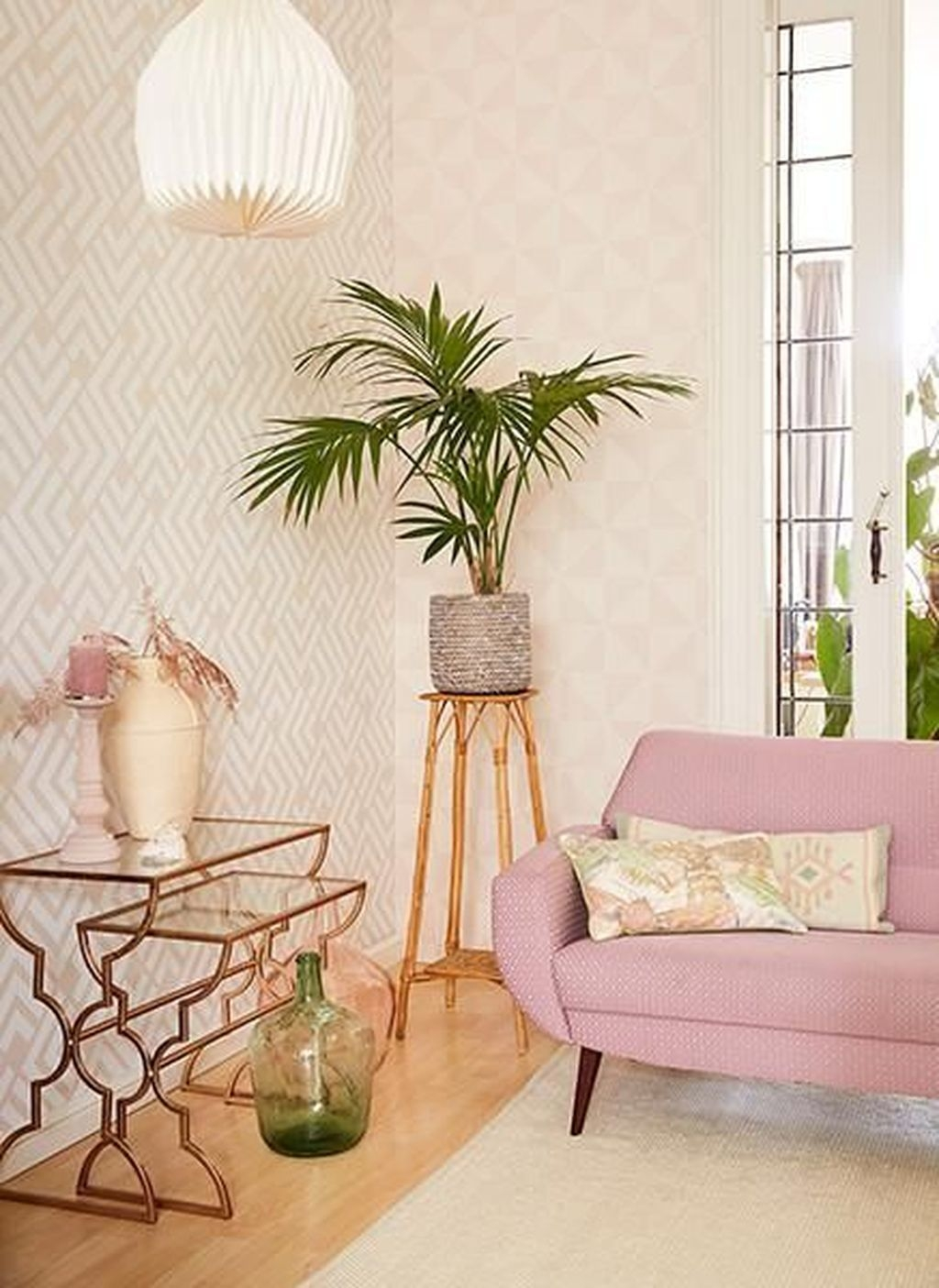 Lovely Pink Living Room Decor Ideas 08