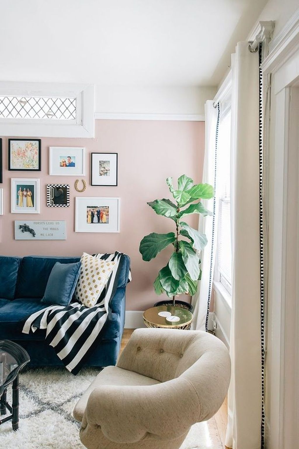 Lovely Pink Living Room Decor Ideas 49