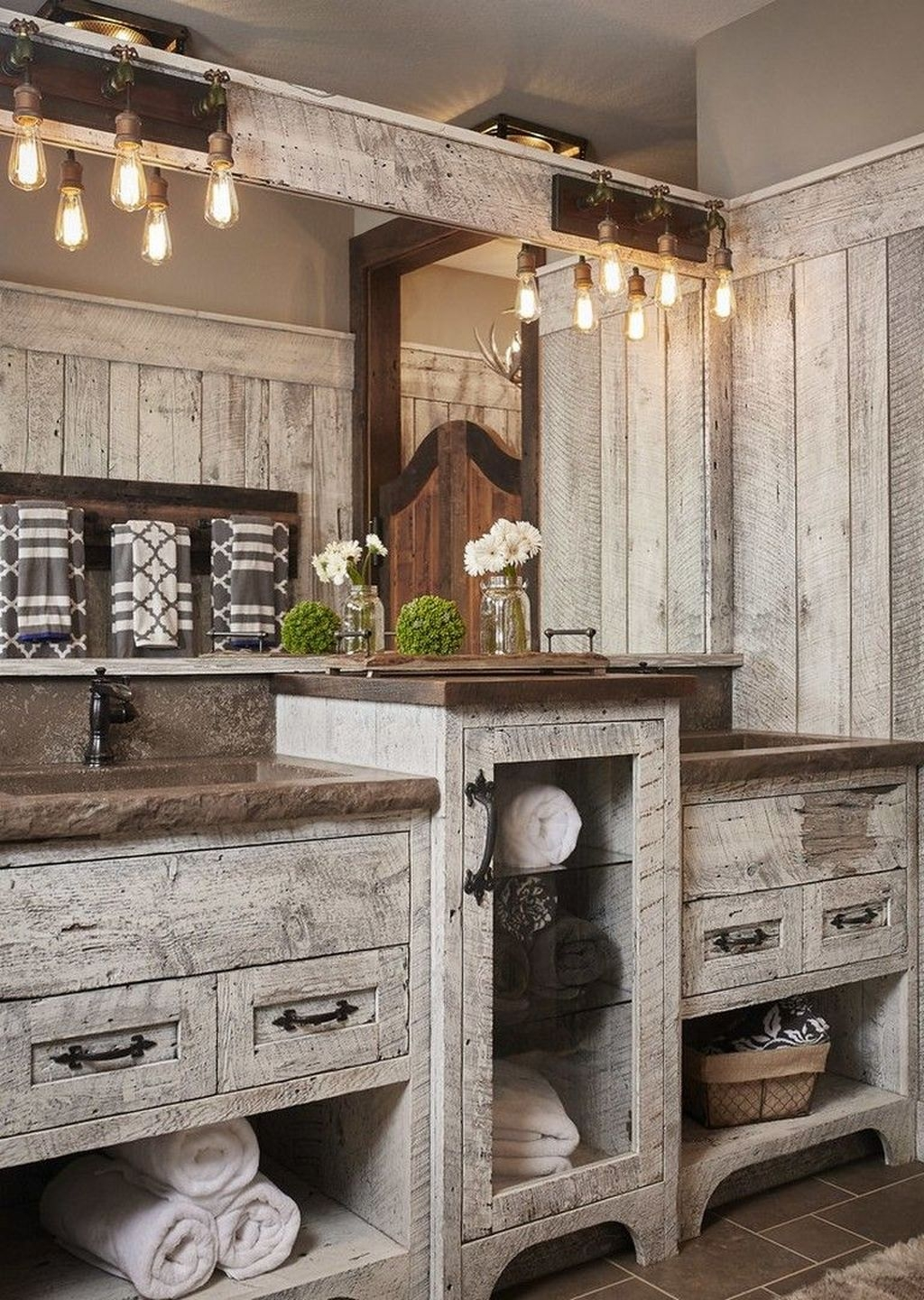 Perfect Rustic Farmhouse Bathroom Design Ideas 20