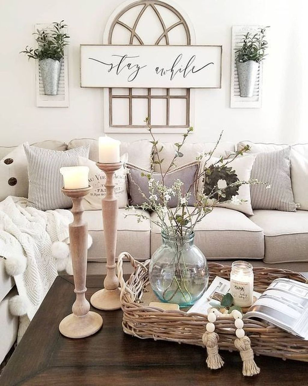 Admirable Farmhouse Living Room Decor Ideas 16