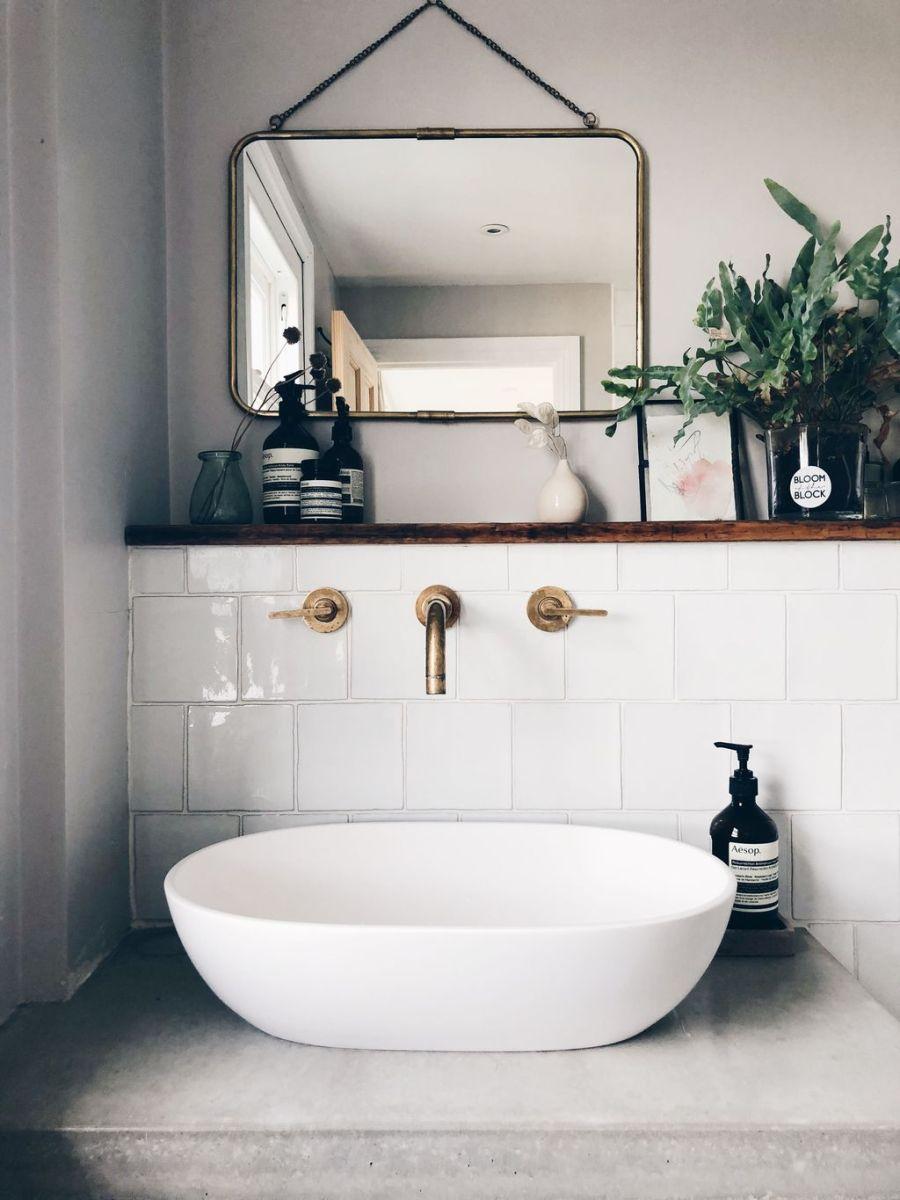 Amazing White Tile Bathroom Design Ideas Looks Elegant 15