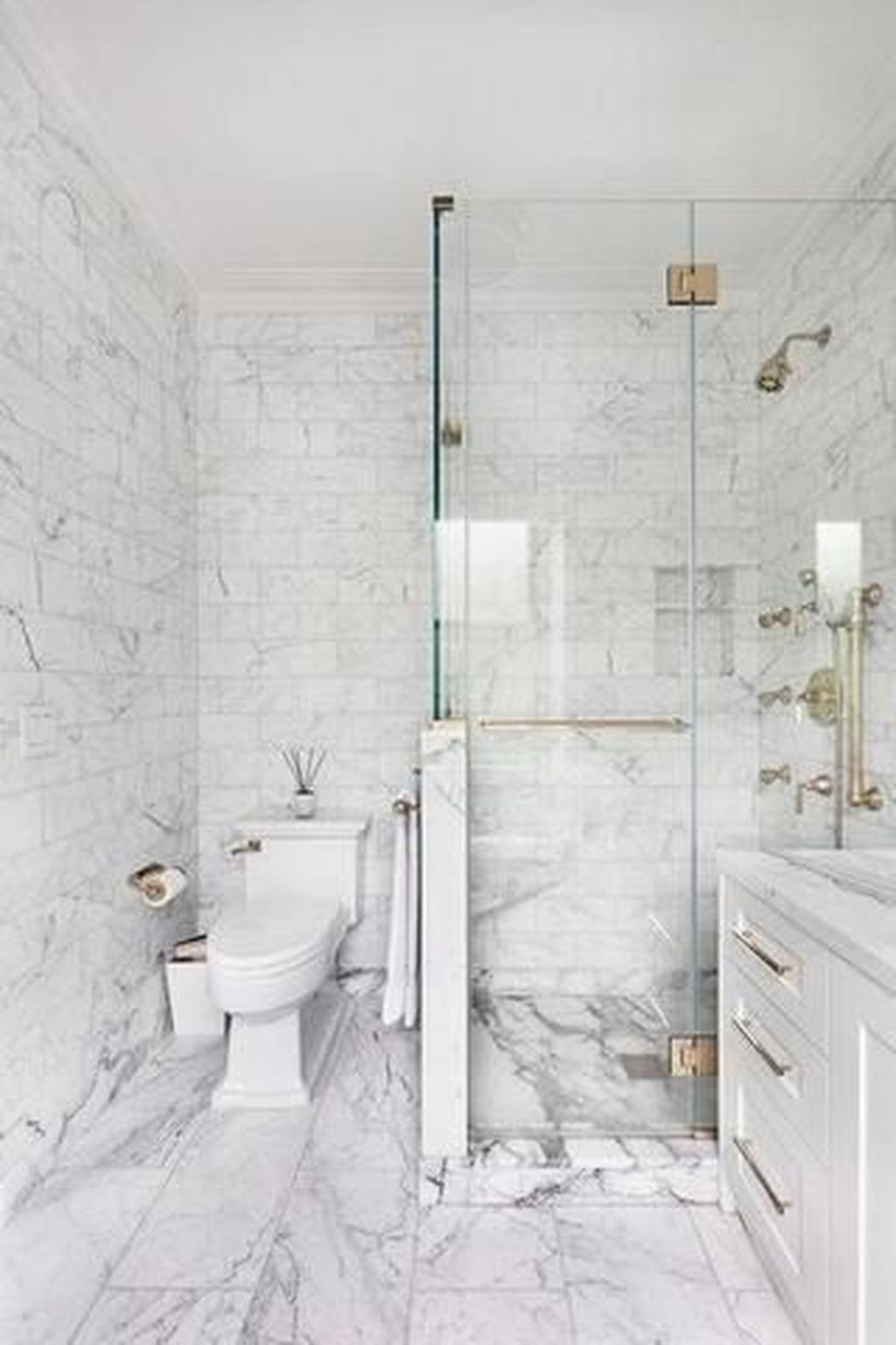 Amazing White Tile Bathroom Design Ideas Looks Elegant 27