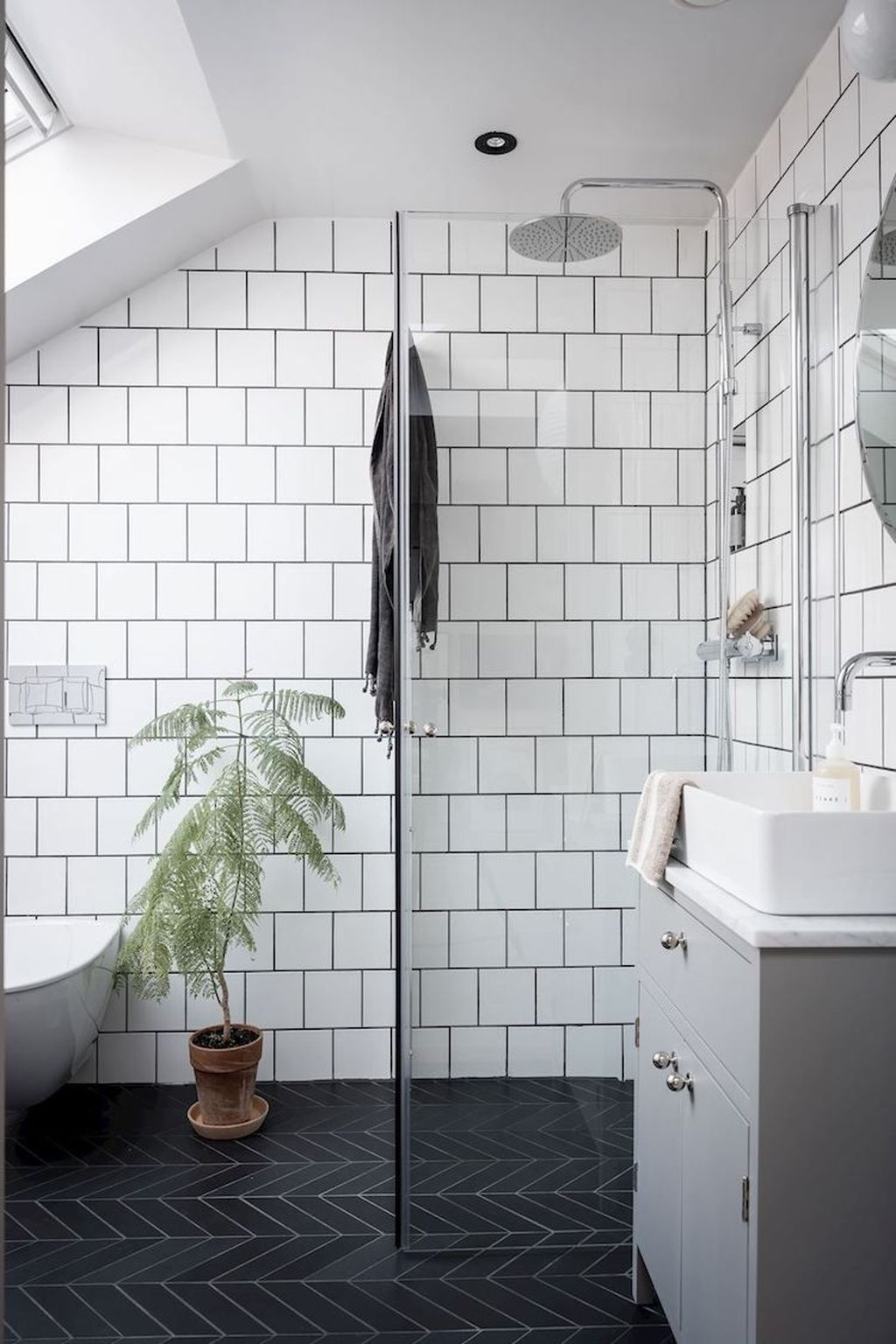 Amazing White Tile Bathroom Design Ideas Looks Elegant 34