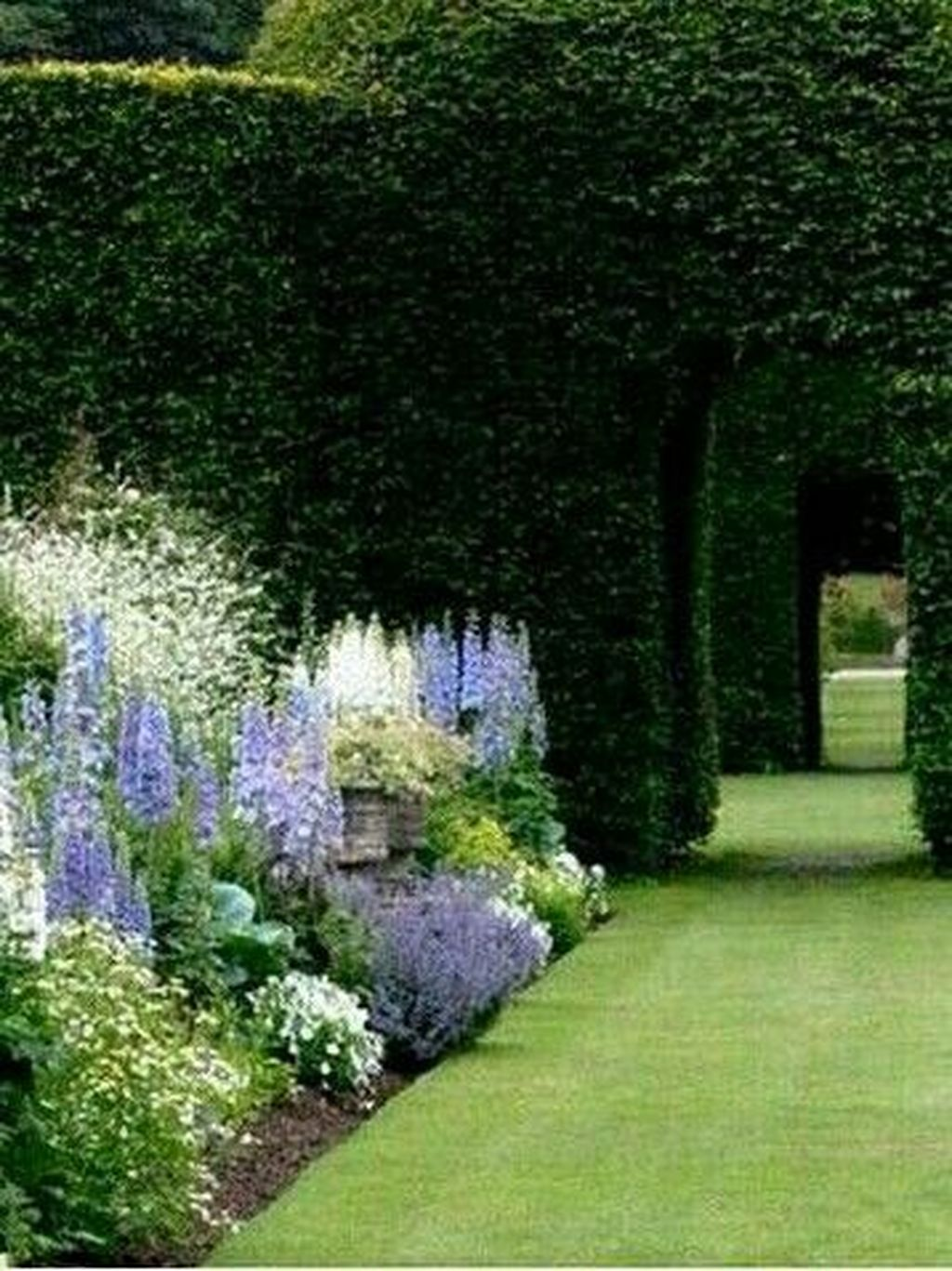 Beautiful Formal Garden Design Ideas 08