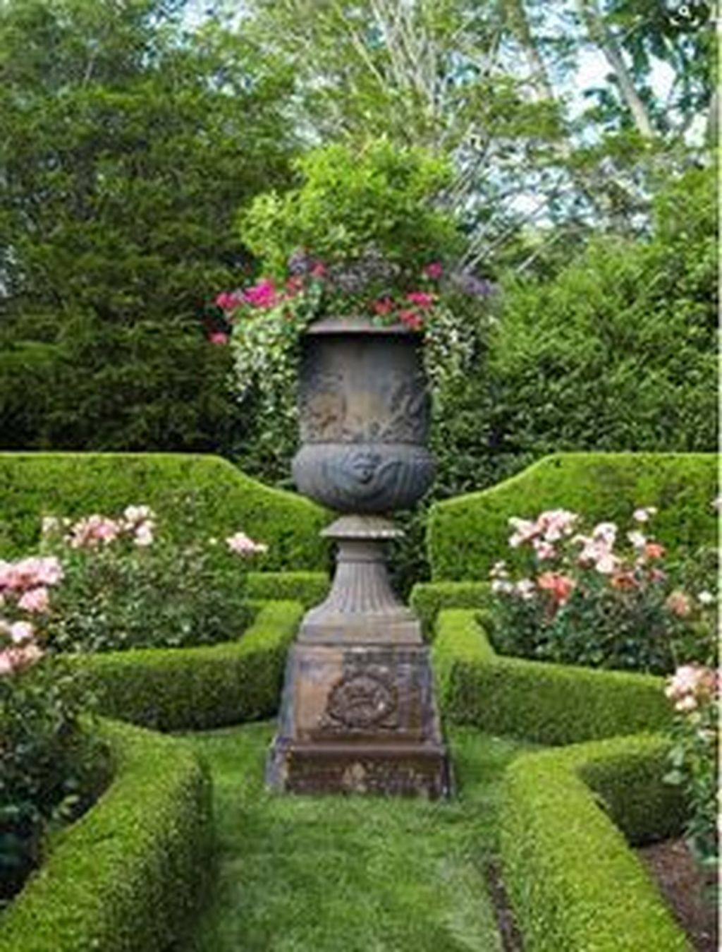 Beautiful Formal Garden Design Ideas 11