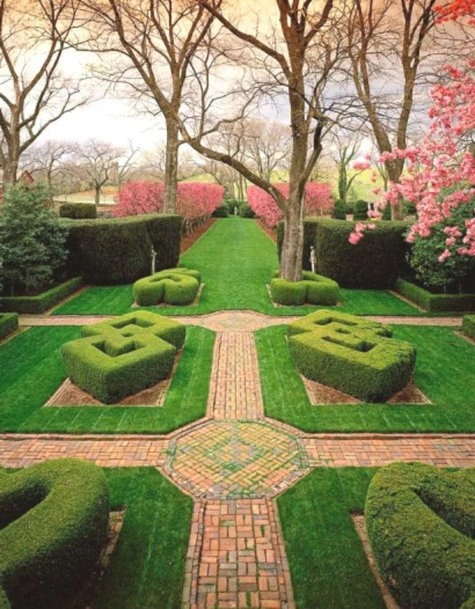 Beautiful Formal Garden Design Ideas 20