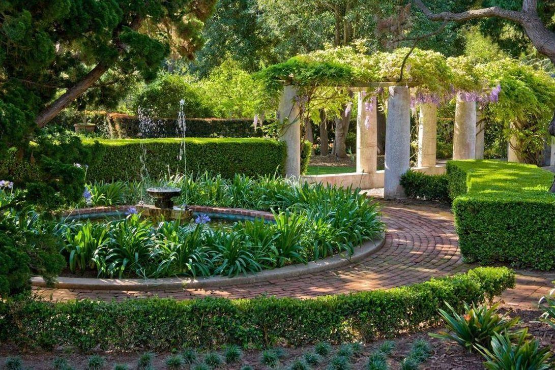 Beautiful Formal Garden Design Ideas 22