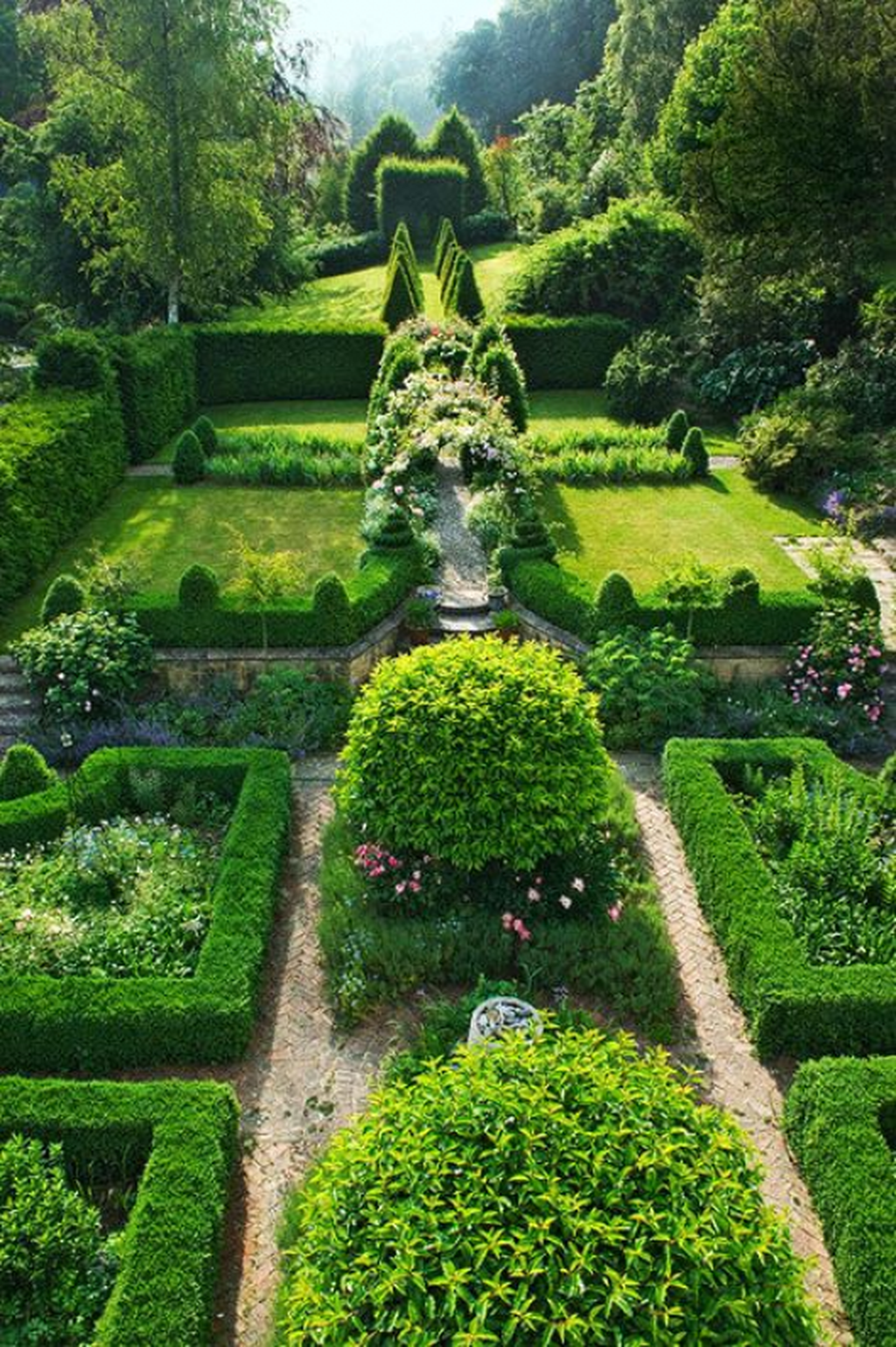 Beautiful Formal Garden Design Ideas 25