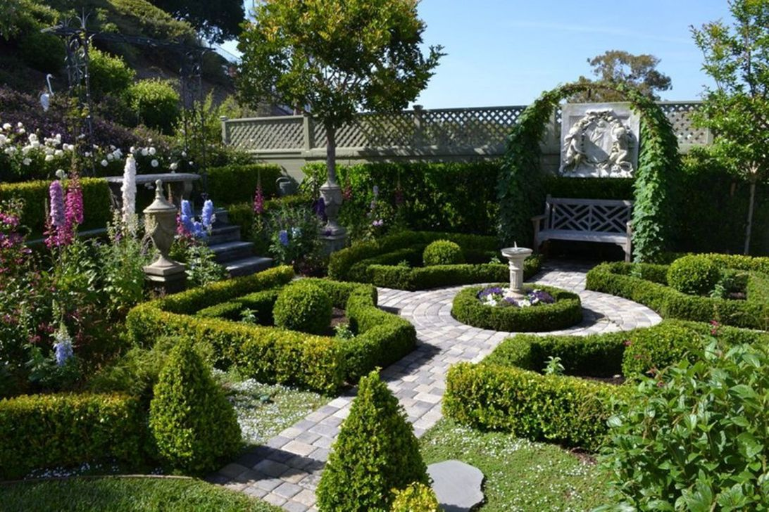 Beautiful Formal Garden Design Ideas 33 1