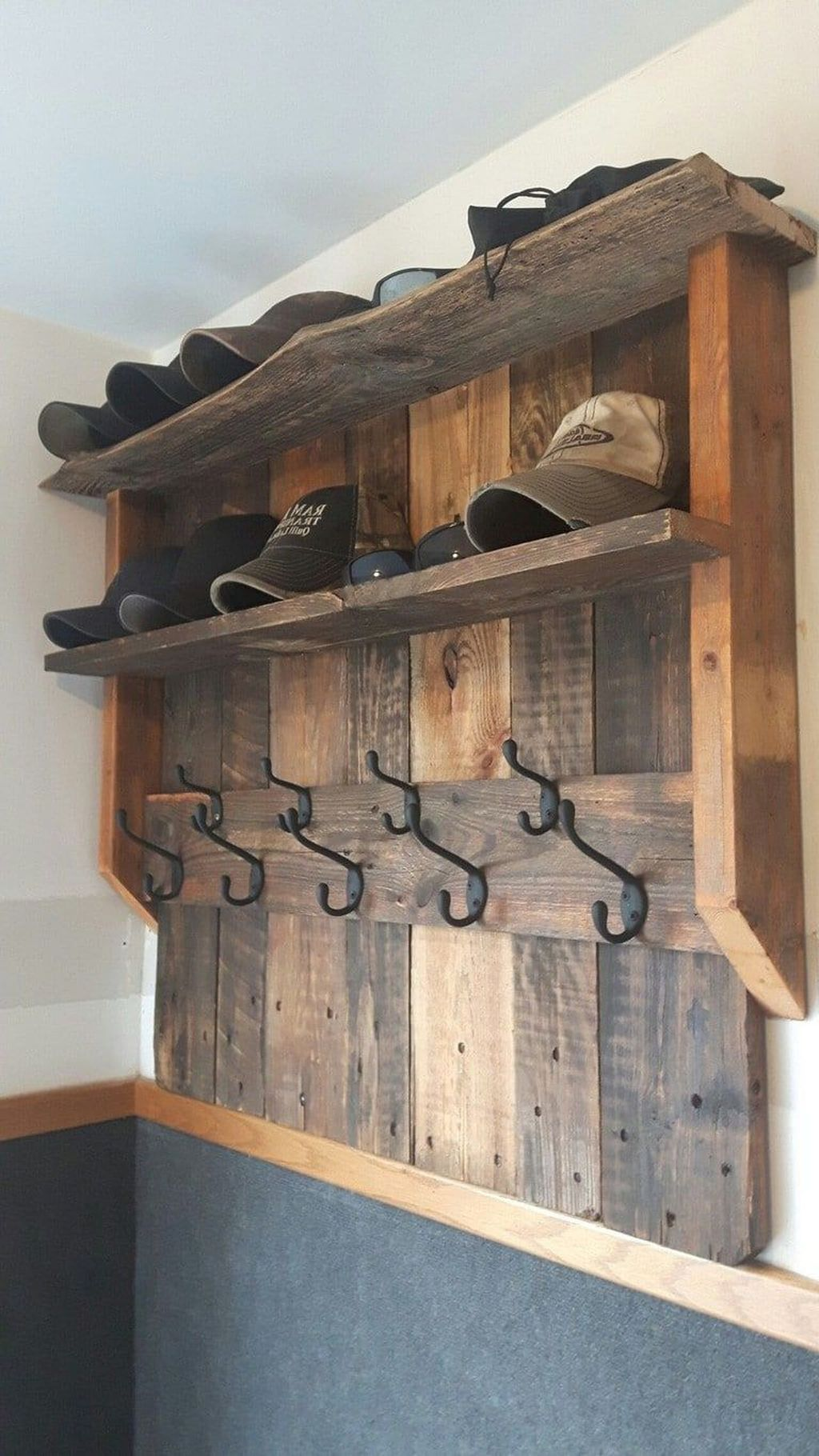 Fabulous Pallet Wall Decor Ideas To Beautify Your Interior 13