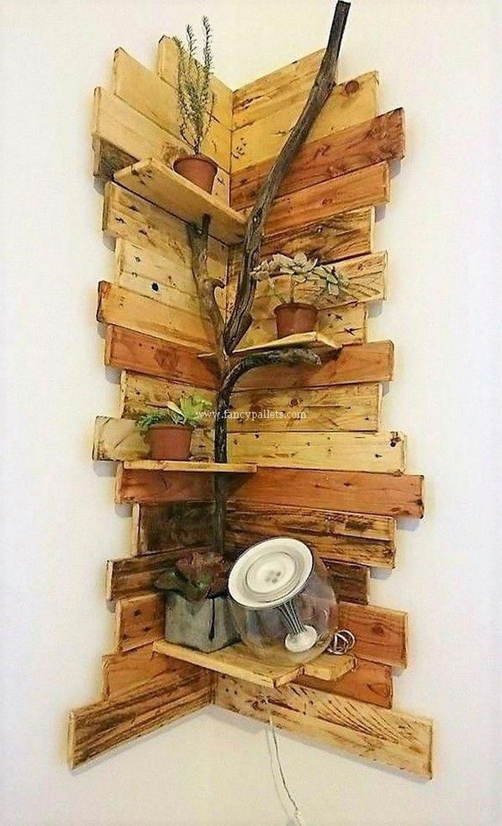 Fabulous Pallet Wall Decor Ideas To Beautify Your Interior 15