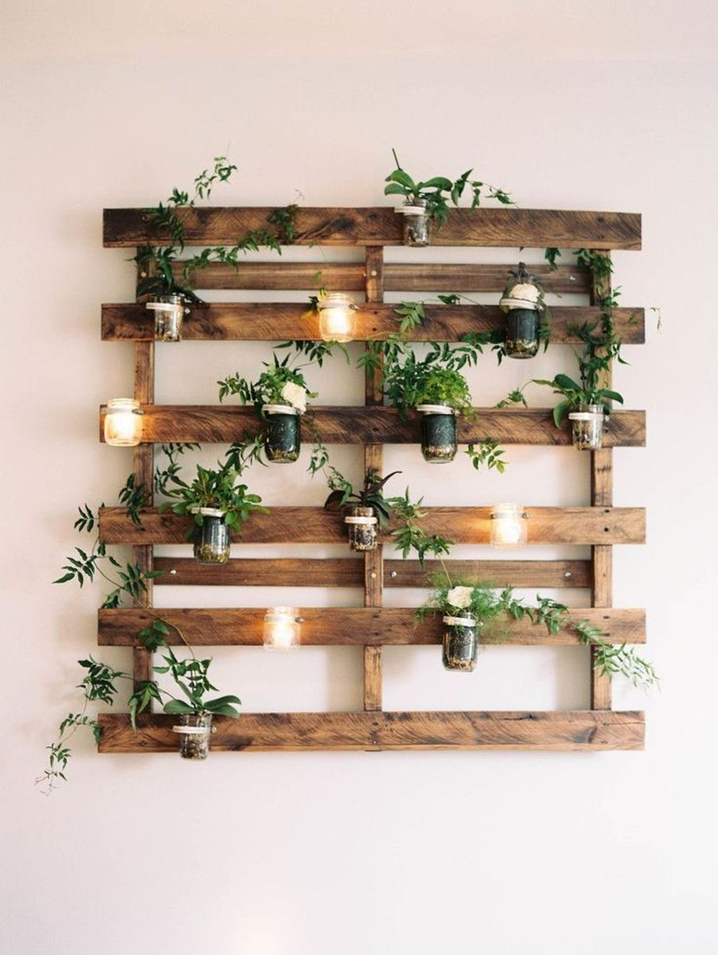 Fabulous Pallet Wall Decor Ideas To Beautify Your Interior 19