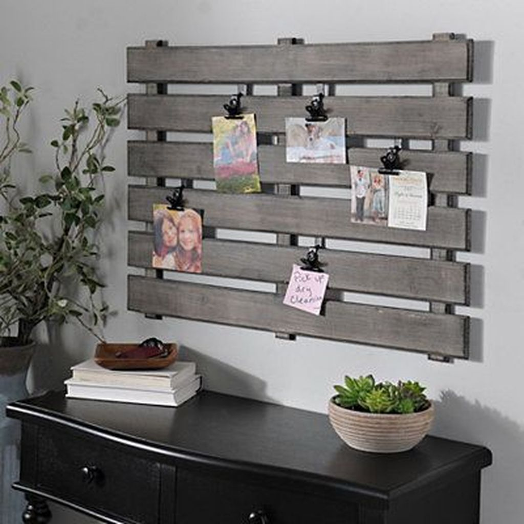 Fabulous Pallet Wall Decor Ideas To Beautify Your Interior 27