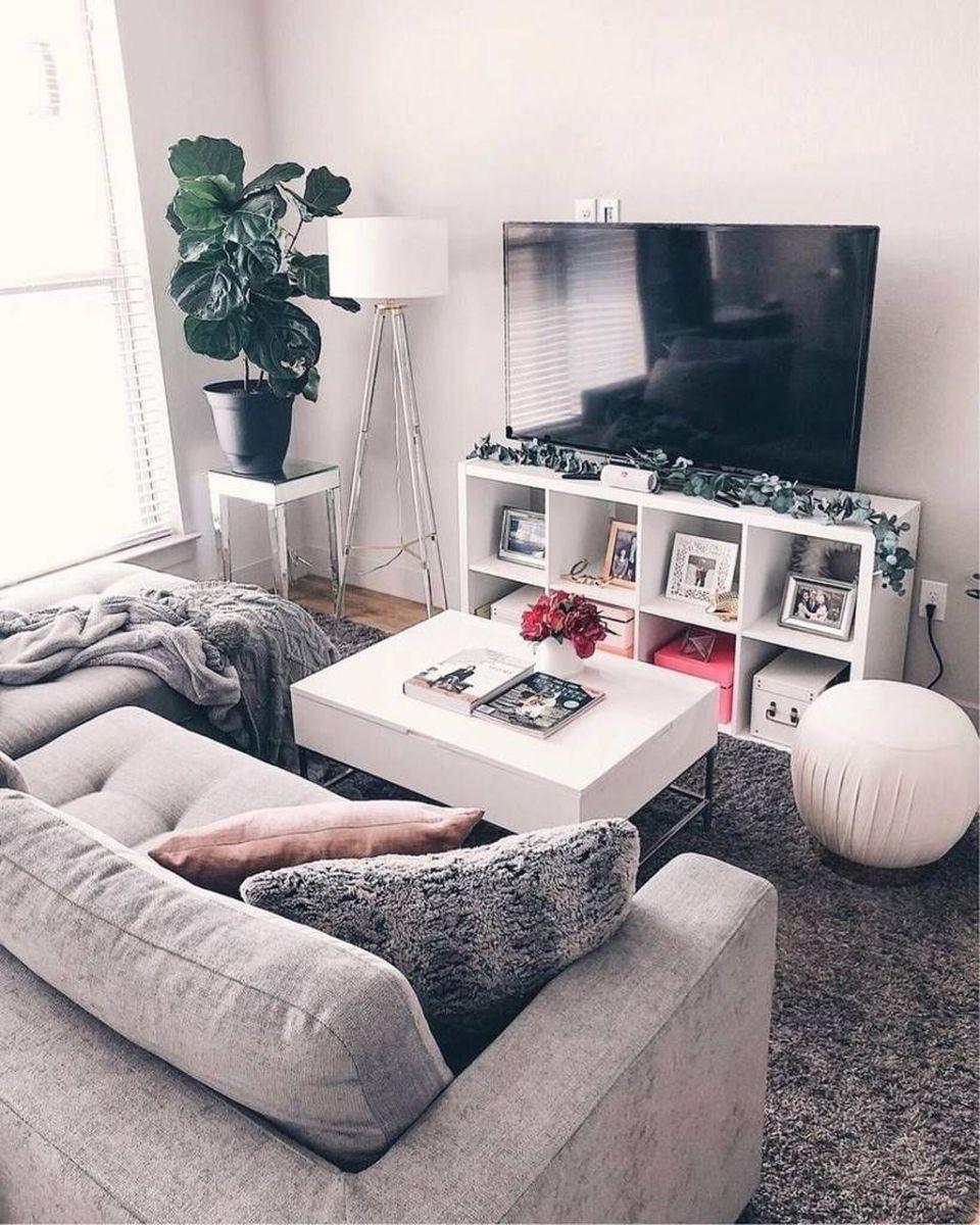 Fascinating Small Apartment Living Room Decor Ideas 07
