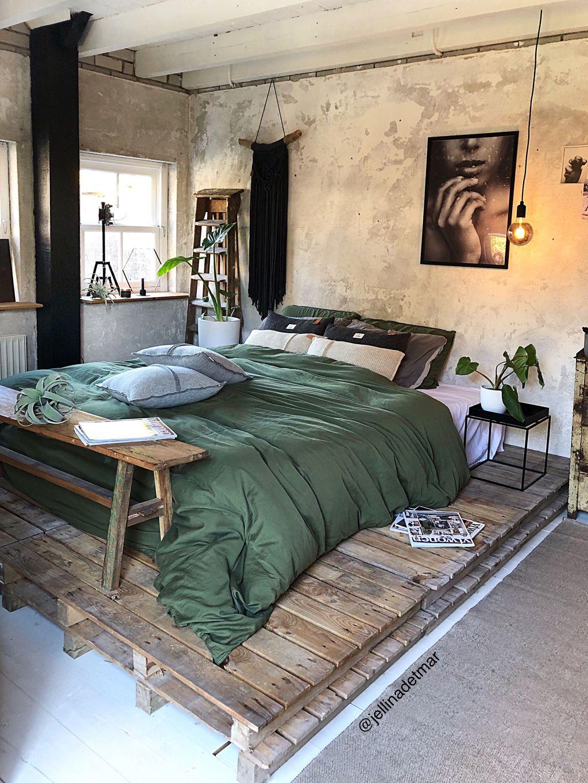 Lovely Rustic Bedroom Design Ideas 18