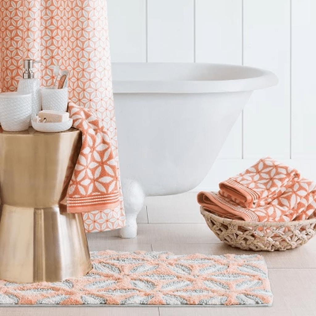 Affordable Coral Color Bathroom Decor Ideas 16