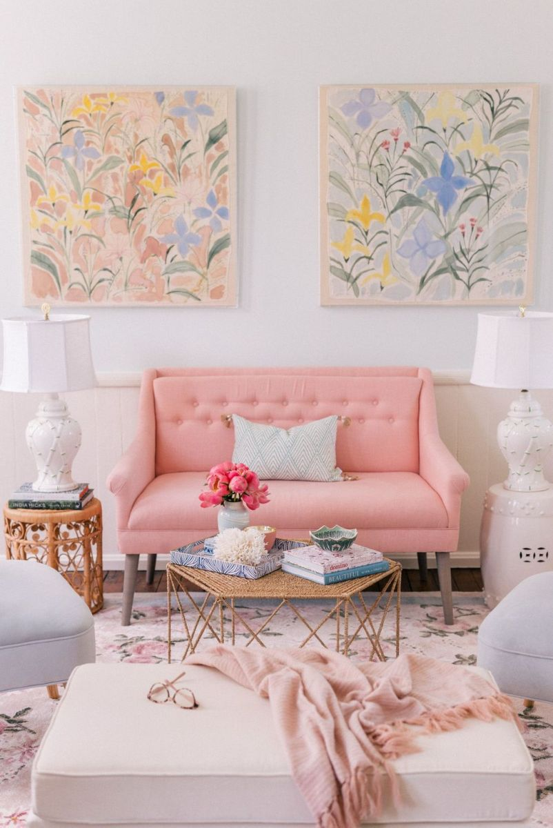 Amazing Floral Living Room Decor Ideas That You Will Love 02