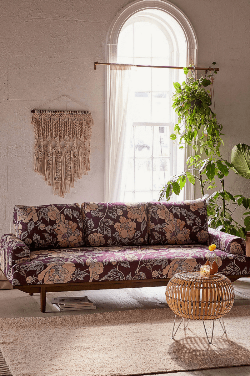 Amazing Floral Living Room Decor Ideas That You Will Love 37