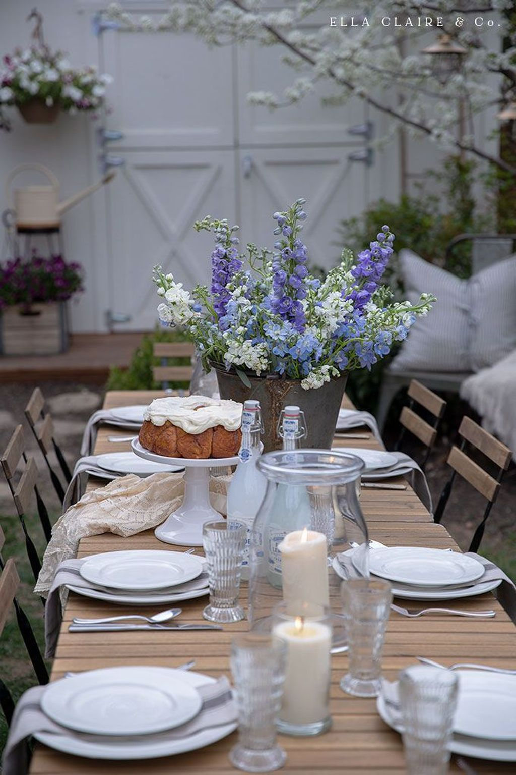 Amazing Summer Tablescapes For Dining Room Decor 04