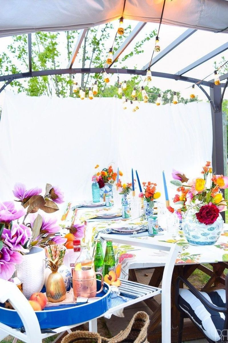 Amazing Summer Tablescapes For Dining Room Decor 06