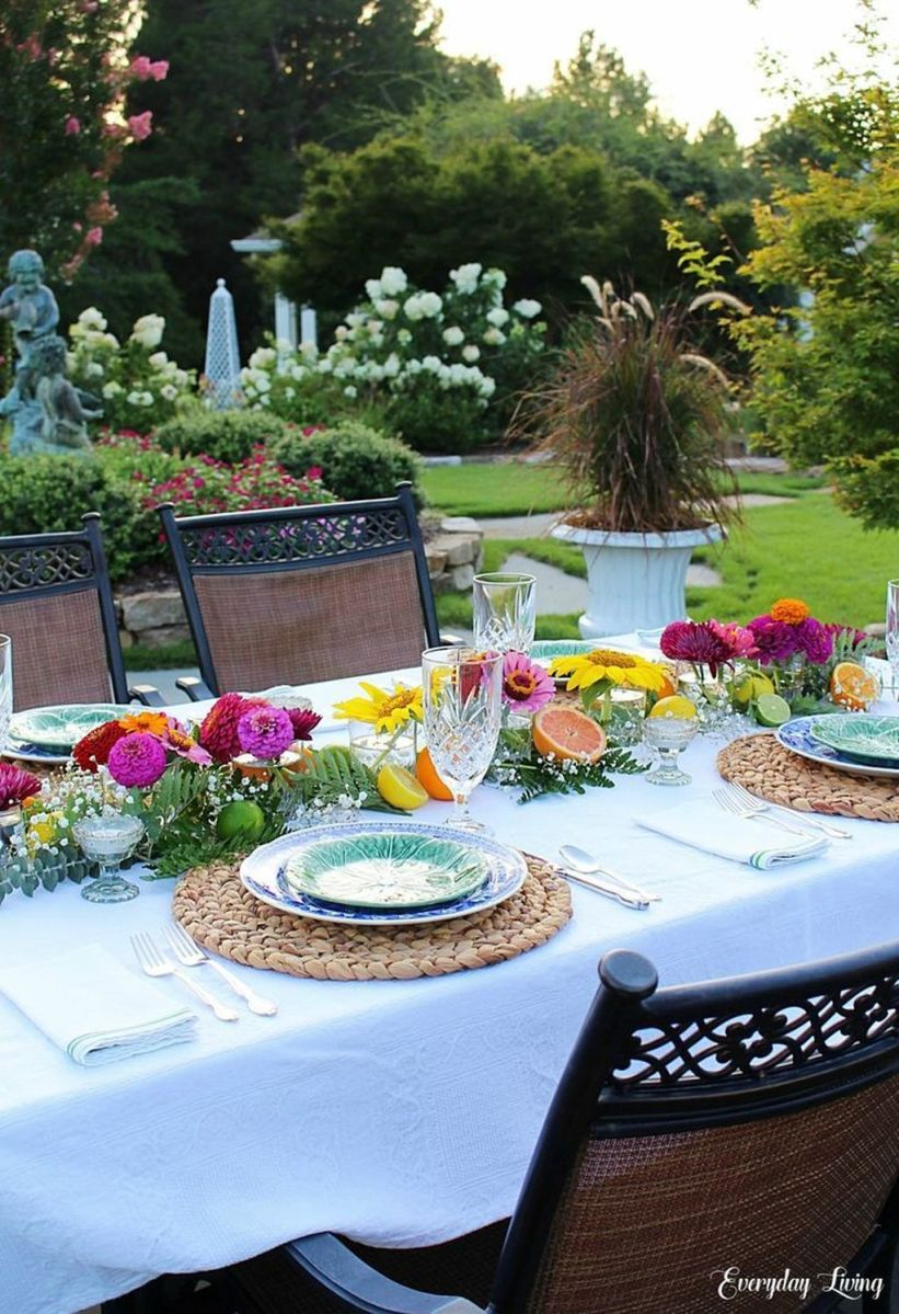 Amazing Summer Tablescapes For Dining Room Decor 07