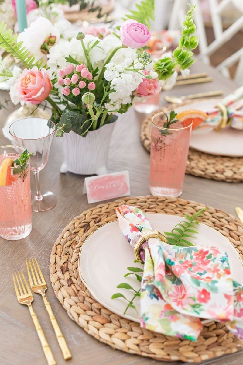 Amazing Summer Tablescapes For Dining Room Decor 11