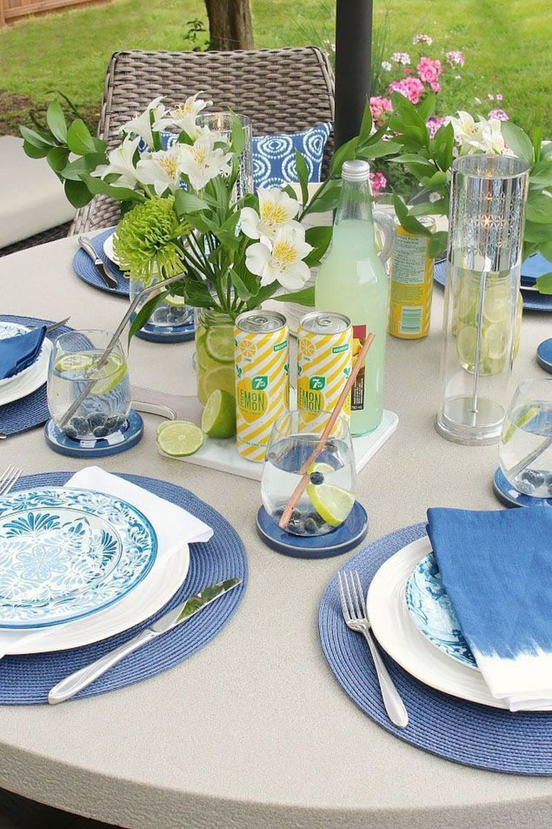 Amazing Summer Tablescapes For Dining Room Decor 12