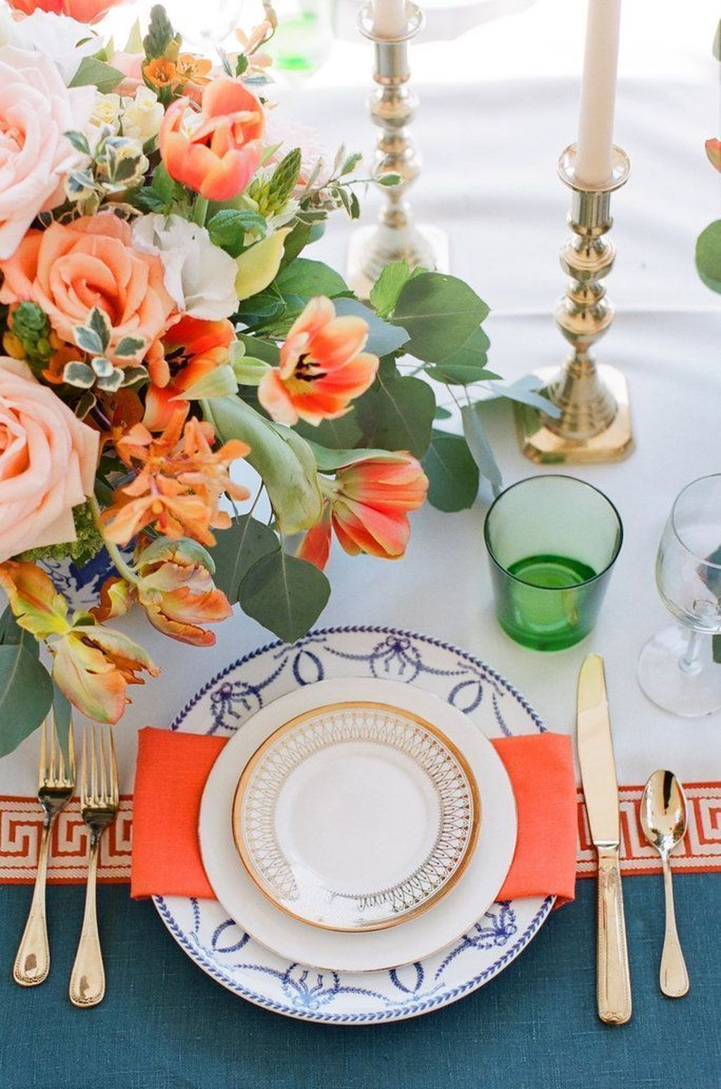 Amazing Summer Tablescapes For Dining Room Decor 14
