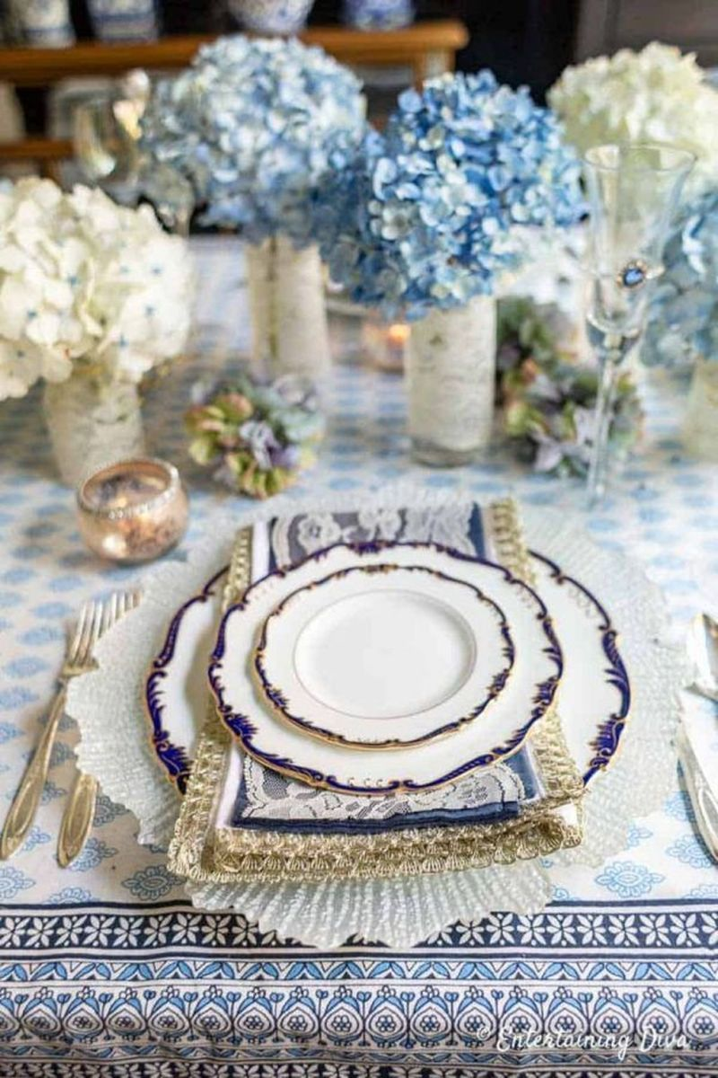 Amazing Summer Tablescapes For Dining Room Decor 16