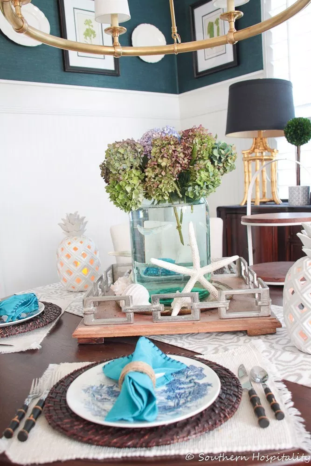 Amazing Summer Tablescapes For Dining Room Decor 18