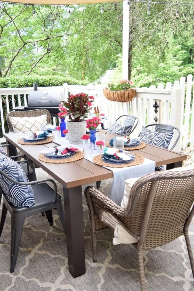 Amazing Summer Tablescapes For Dining Room Decor 19