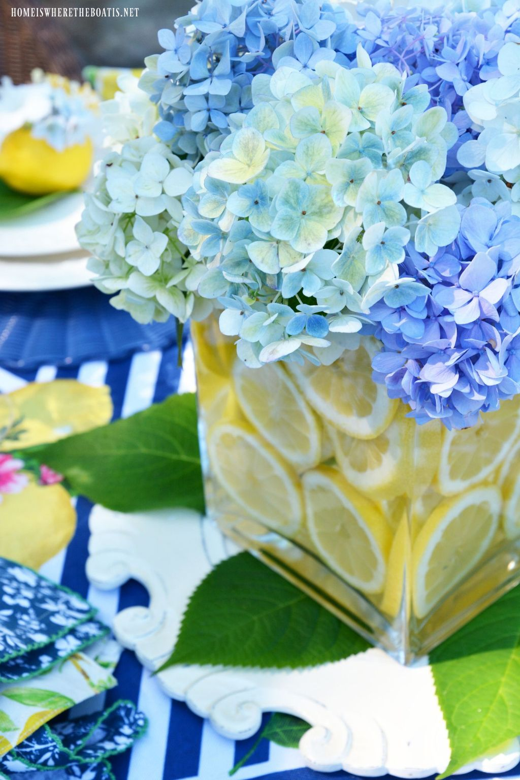 Amazing Summer Tablescapes For Dining Room Decor 28