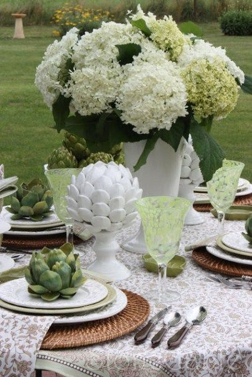Amazing Summer Tablescapes For Dining Room Decor 29