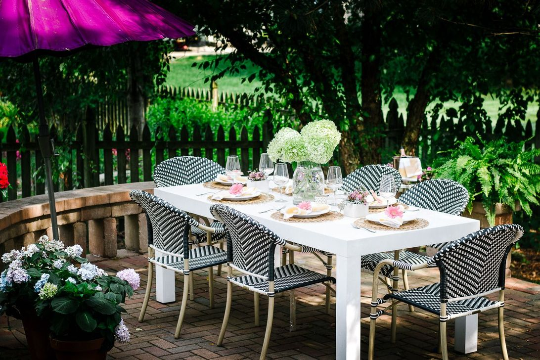 Amazing Summer Tablescapes For Dining Room Decor 30
