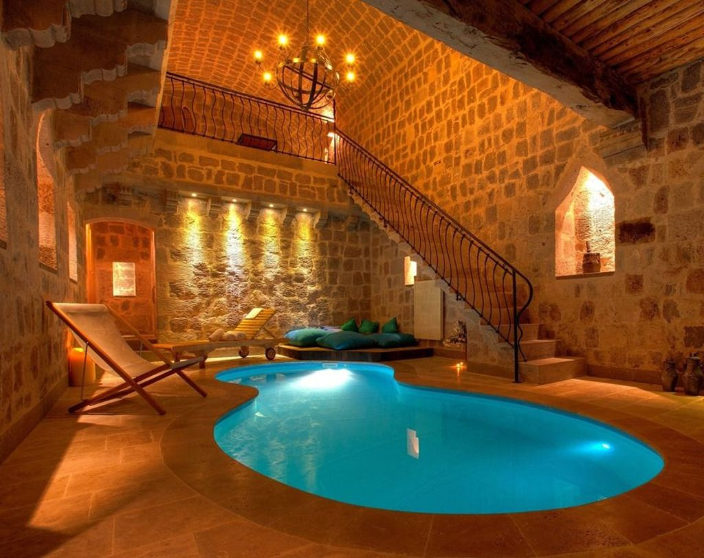 Beautiful Modern Indoor Pool Design Ideas You Must Have 23