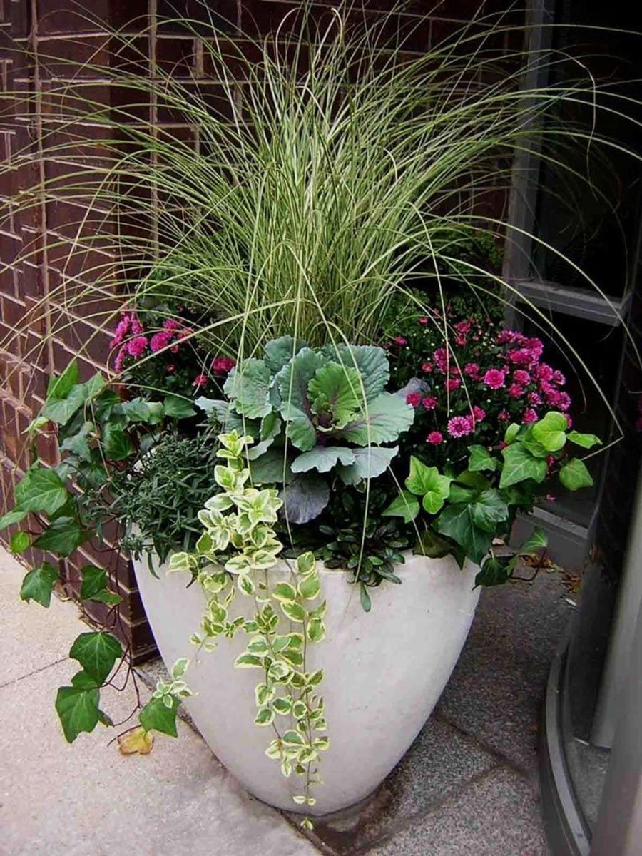 Beautiful Summer Planters Ideas For Front Door Decor 21