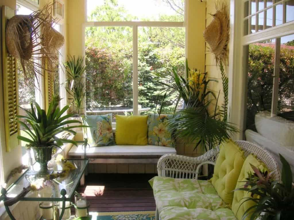 Charming Small Sunroom Decorating Ideas You Must Try 17