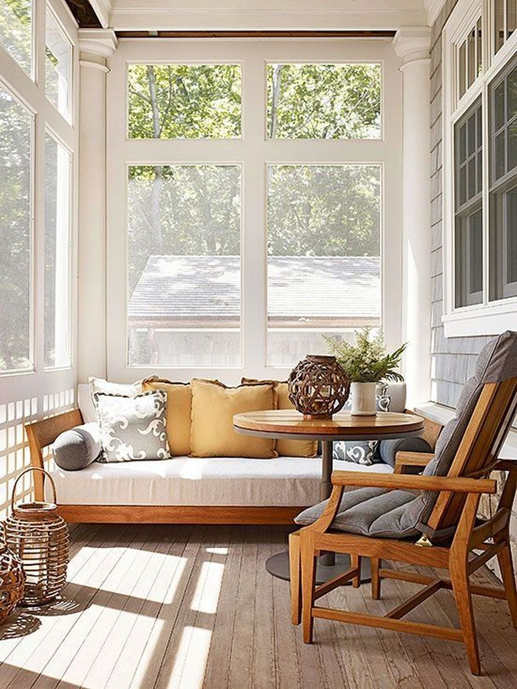 Charming Small Sunroom Decorating Ideas You Must Try 22